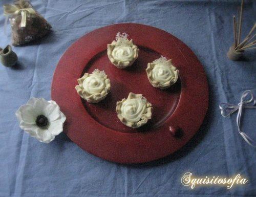Cestinetti di stelle al vino bianco con crema pasticcera salata di Montersino