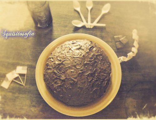 Torta al cacao e patate dolci con frosting di cioccolato e panna acida