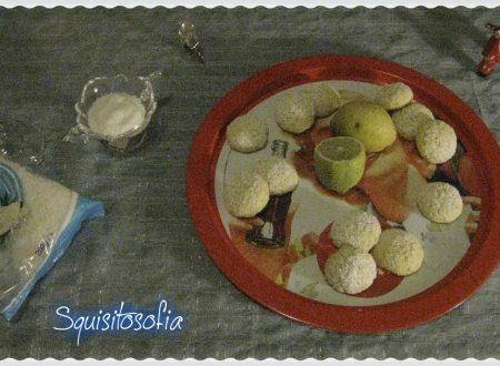 Biscotti al cocco profumati al limone