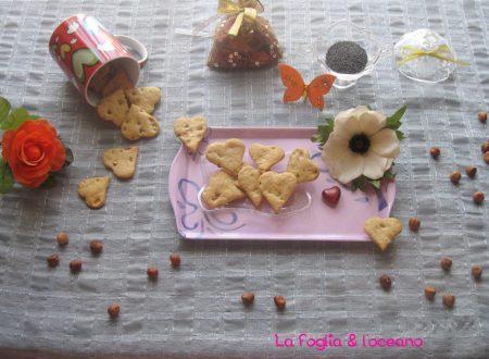 Biscotti salati alle nocciole, semi di papavero e rosmarino