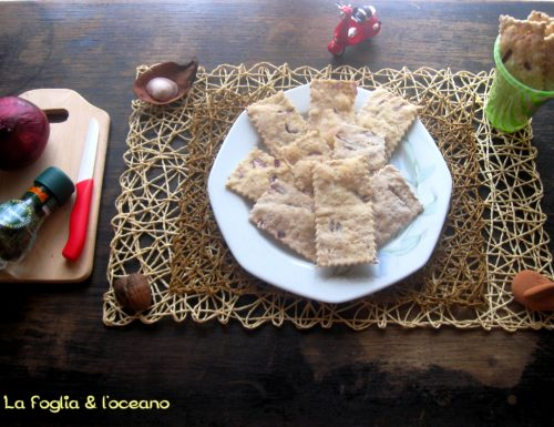 Crackers all'acqua con cipolle rosse e dragoncello