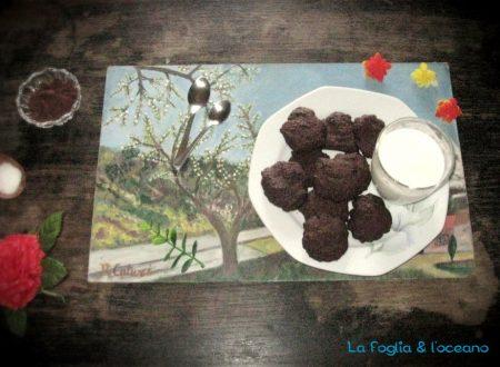 Biscotti al cacao, panna montata e cocco