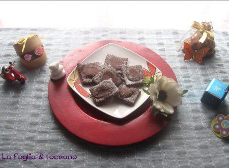 Bugie al cacao di Carnevale ripiene di crema di mandorle