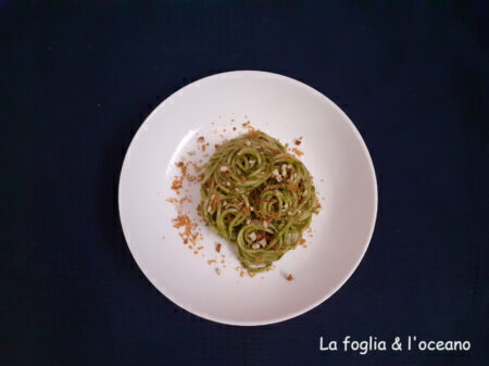 Una spaghettata sentimentale (con pesto di cavolo nero)